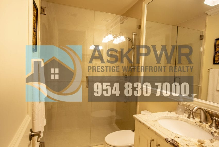 MLS_F10184995-3430_Galt_Ocean_Dr_1706-Prestige_Waterfront_Realty_AskPWR- guest bathroom