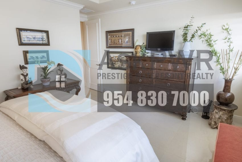 MLS_F10184995-3430_Galt_Ocean_Dr_1706-Prestige_Waterfront_Realty_AskPWR- guest bedroom 4