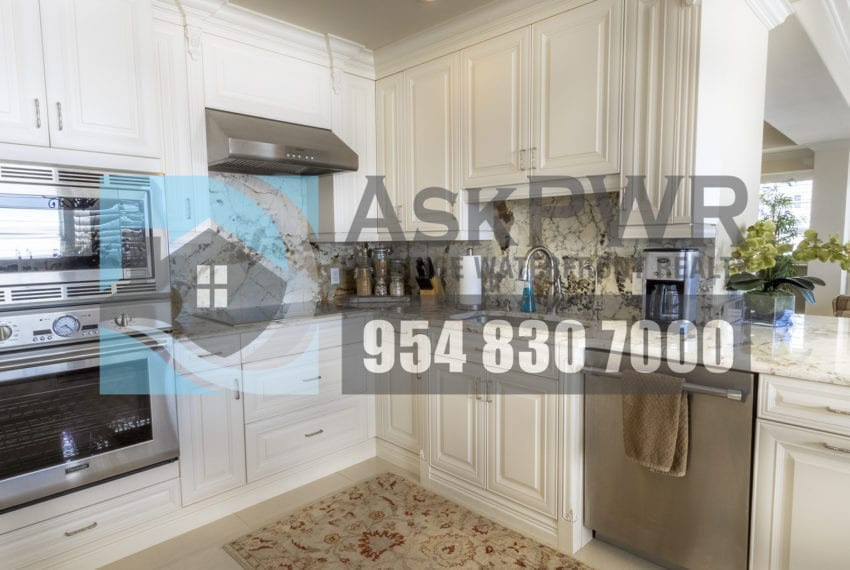 MLS_F10184995-3430_Galt_Ocean_Dr_1706-Prestige_Waterfront_Realty_AskPWR- kitchen 4